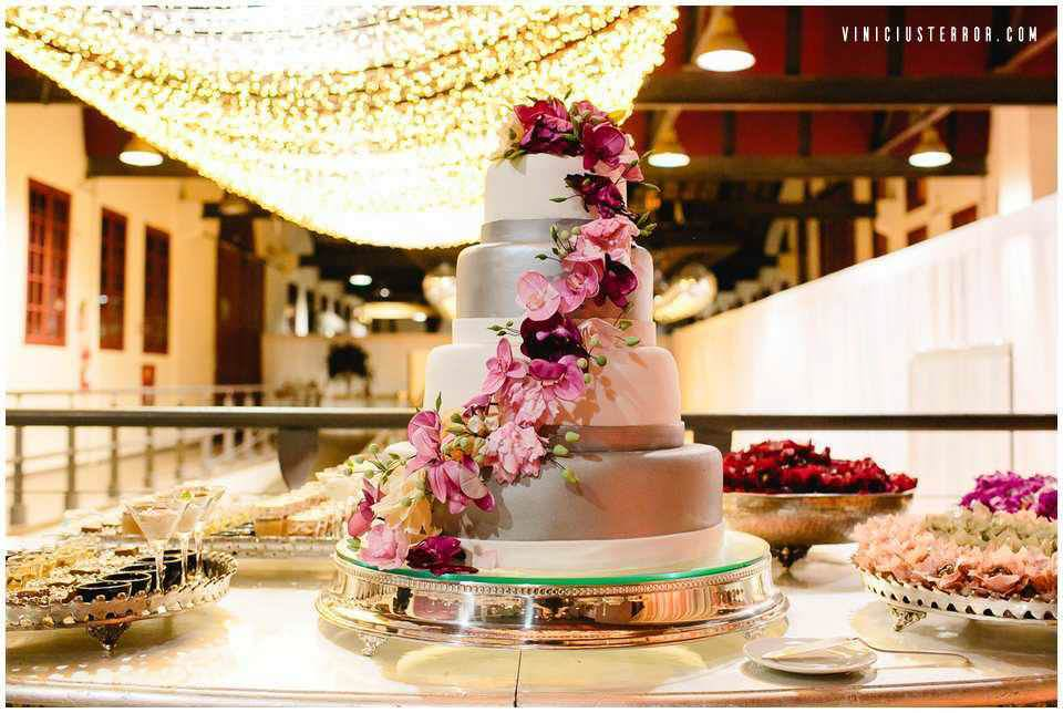 bolo-para-casamento-com-decoraçao-estilo-boho