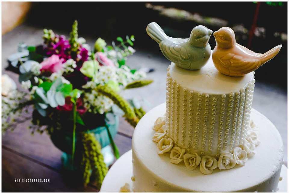 detalhes-para-decraçao-de-mesa-de-bolo-para-casamento-ao-ar-livre