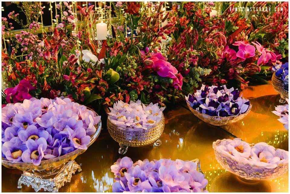 ideias-de-arranjos-para-mesa-de-bolo-e-doces-no-seu-casamento-dos-sonhos
