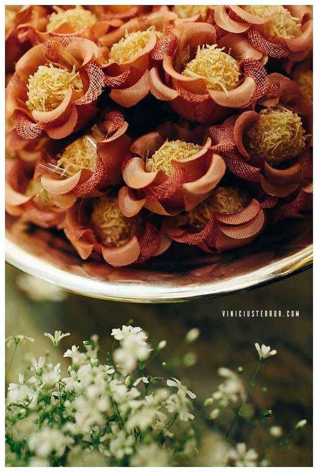 ideias-de-forminhas-de-doces-para-decorar-mesa-de-casamento