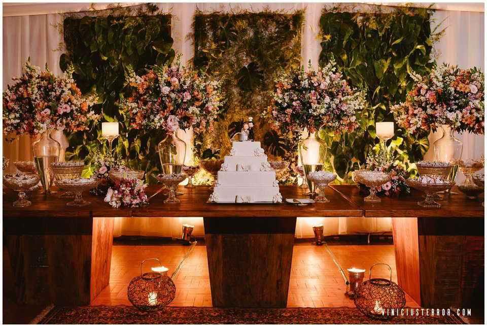 ideias-para-decoracao-da-mesa-de-bolo-e-doces-do-seu-casamento (5)