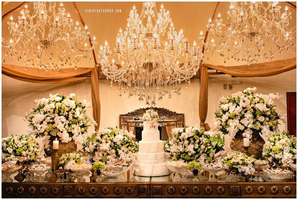 ideias para decoracao da mesa de bolo e doce do seu casamento
