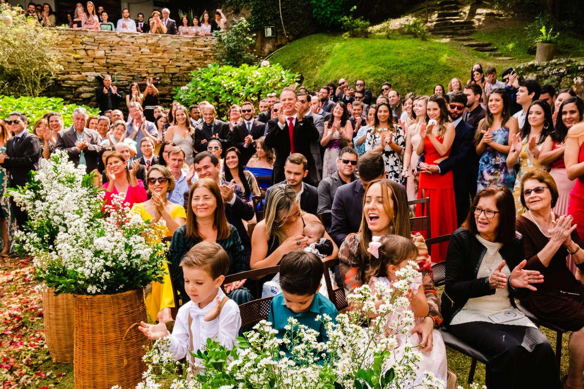convidados emocionados casamento ao ar livre em ouro preto