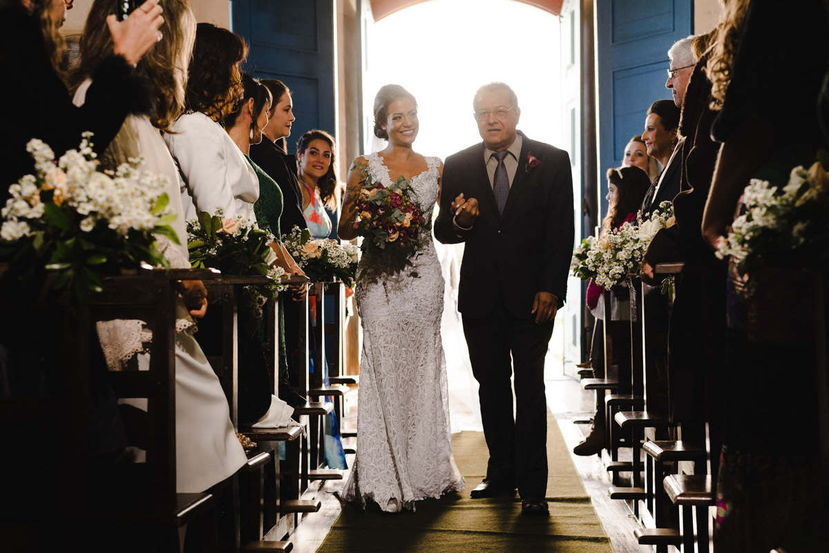 como fotografar a entrada da noiva na igreja, dicas de fotografia, dicas de composição e iluminação fotografica